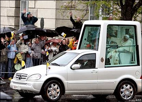 _41691996_popemobile_afp416